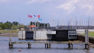 projekt image - Hochwasserschutz und Küstensicherung <br> im Stadtgebiet Heiligenhafen <br> Verschlussorgan Dammbrücke