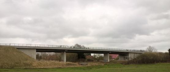 11-035 Stahlverbund-Brücke K 59 über DB Foto 7 - Seitenansicht