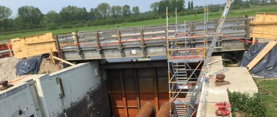 Foto 6 - binnseitige Abdämmung für Trockenlegung des Sperrwerks