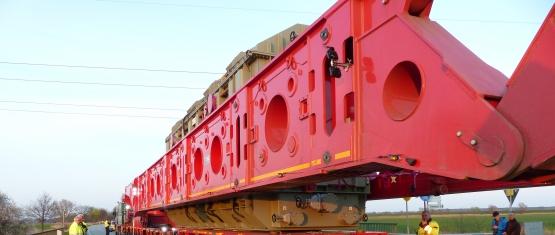 Transformator Schwertransport bei Brückenüberfahrt