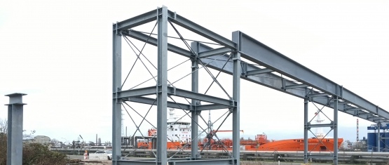 16-035 - Rohrleitungsbrücke - Foto 6 - Stahlbrücke - Aussteifungsturm_a